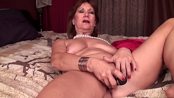 mature doll brook toying with sleek-shaven.