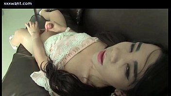 Teen asian shemale freting and getting cumsot
