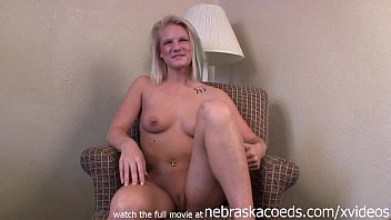 naked blonde fleixible amateur with perfect tits