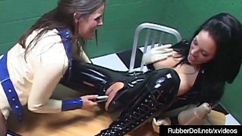 jaw-dropping spandex love mitten chick worshiped by sub.