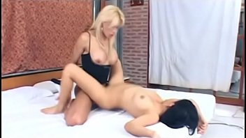 Blonde shemale slut rams tight Latina chick'_s pussy