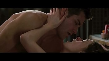 anne hathaway in love and other drugs 2010.